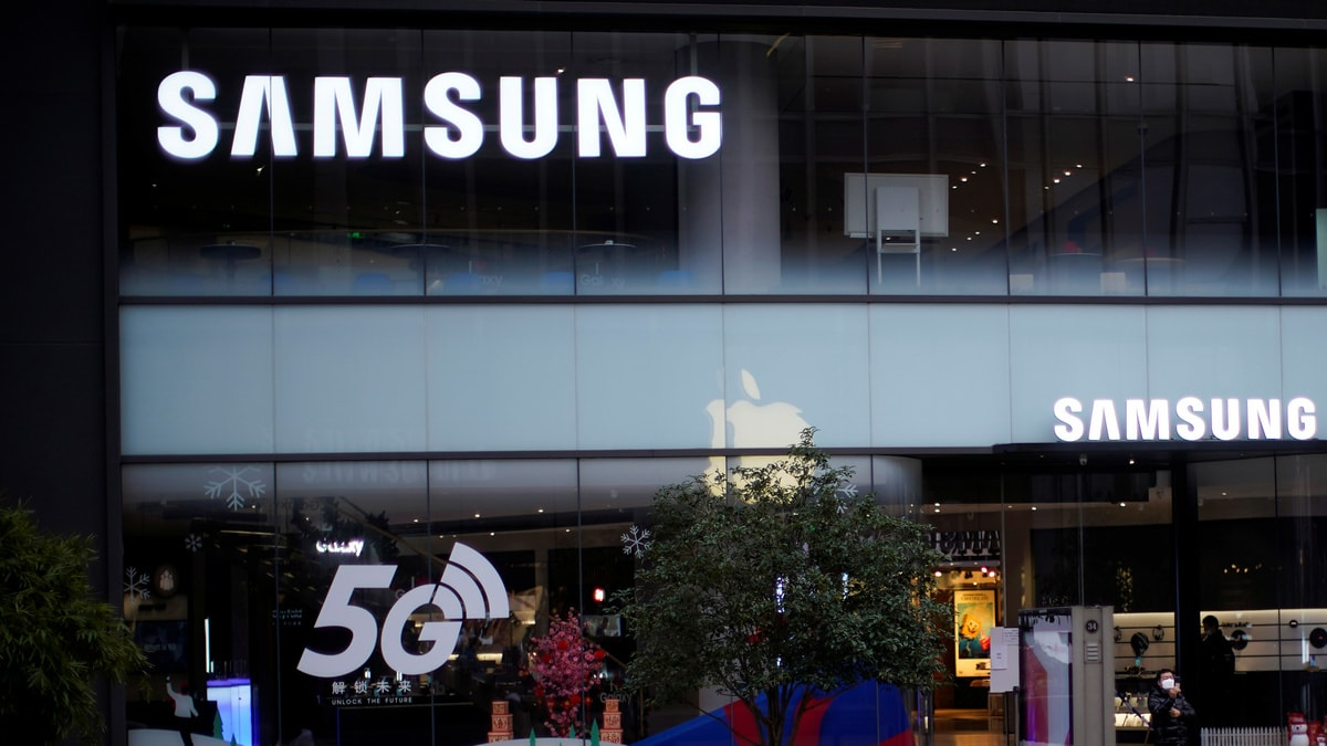 Samsung Sees Coronavirus Hit Sales of Smartphones, TVs, Expects Further Fall in Q2