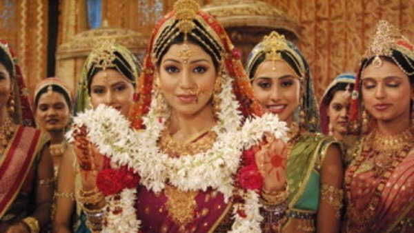 Ramayan: Here's How Gurmeet & DOP Rescued Debina Bonnerjee When Her Dupatta Caught Fire!