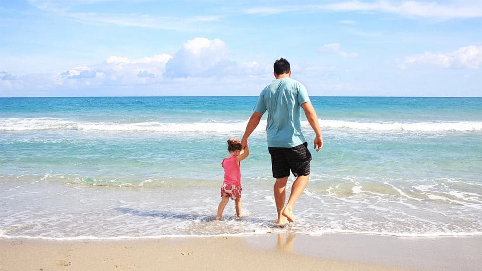 Father's Day 2020: Check these adorable Facebook, WhatsApp and text messages for your daddy dearest!