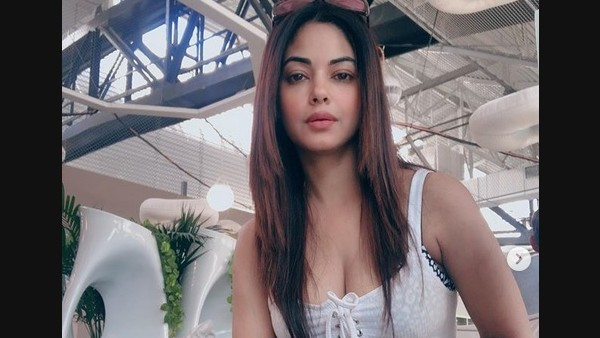 Meera Chopra Questions Online Sale Of CBD Oil Amid Drug Probe In Bollywood; 'Why No Regulation If It's Illegal'