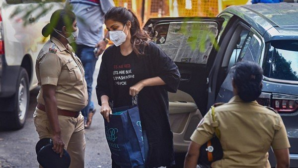 Rhea Chakraborty's Bail Plea Hearing Deferred To September 29 Actress' Jail Time Extended