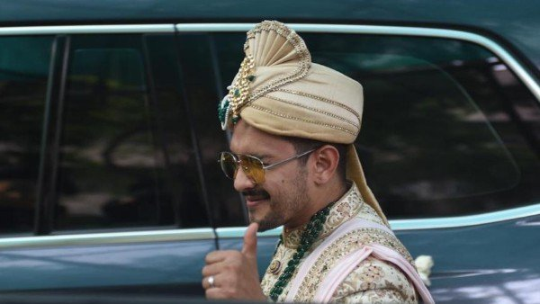 Aditya Narayan & Shweta Agarwal Wedding: The Bride & Groom Arrive At The Venue (PICS)
