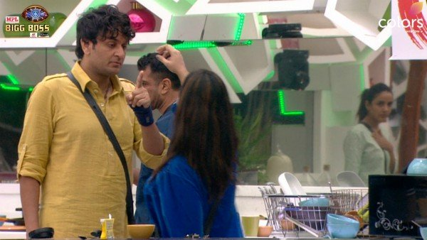 Bigg Boss 14 December 9 Highlights: Vikas And Arshi Get Into An Ugly Spat; Latter Even Slaps Him On His Hand