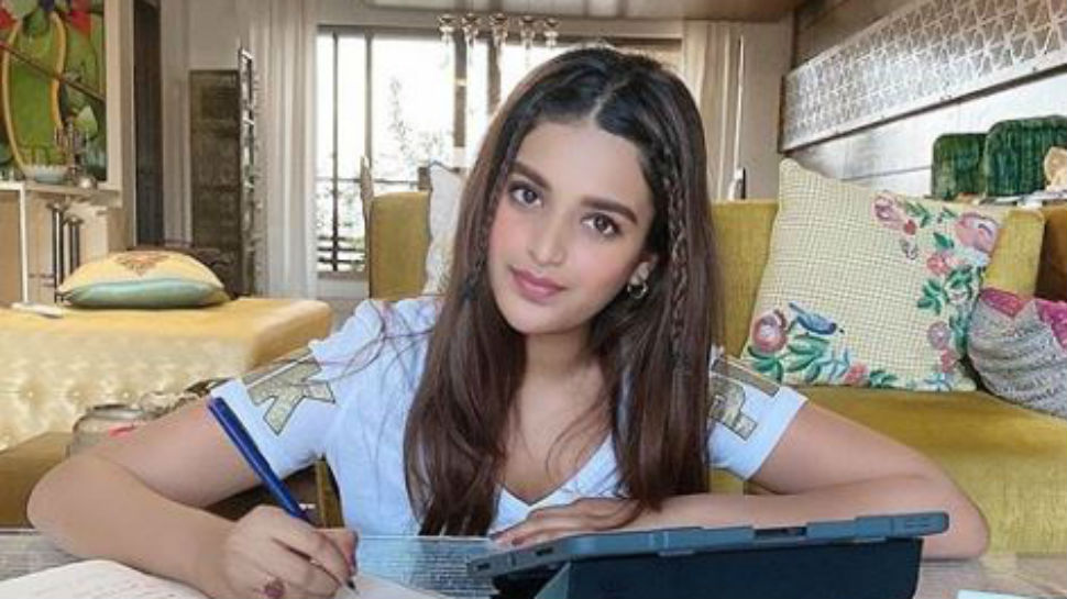 Actress Nidhhi Agerwal is learning a new language amid lockdown, can you guess it?