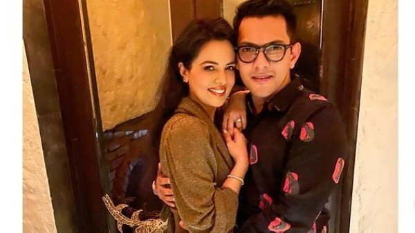 Aditya Narayan & Shweta Go On A Dinner Date; Actor Asks Paparazzi Not To Click Pics For This Funny Reason